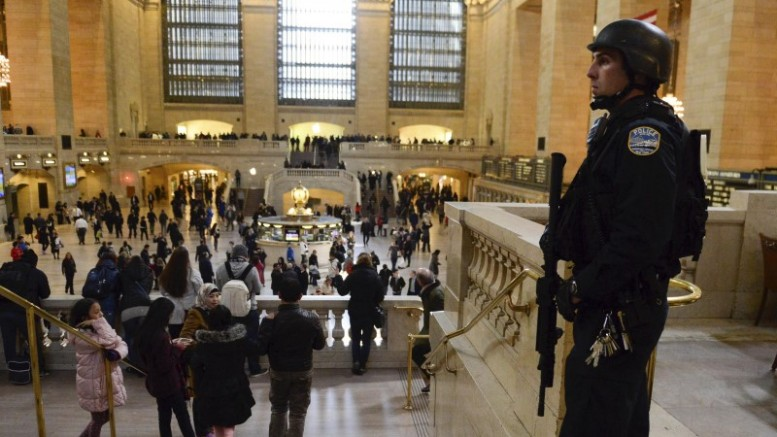 A member of the NYPD Joint Terrorism Task Force patrol Grand Central Station in the Manhattan borough in New York, in this March 22, 2016, file photo.  REUTERS/Stephanie Keith/Files